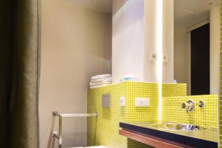 Salle de bain chambre supérieure - Hôtel Chateaudun-Opéra