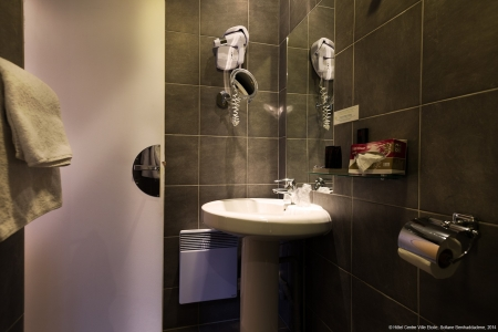 Salle de bain chambre twin - Hôtel Centre-Ville Etoile