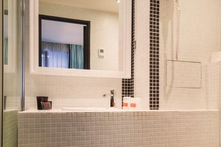 Salle de bain chambre standard - Hôtel Monceau Elysées