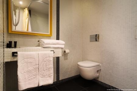 Salle de bain chambre supérieure - Hôtel Monceau Elysées