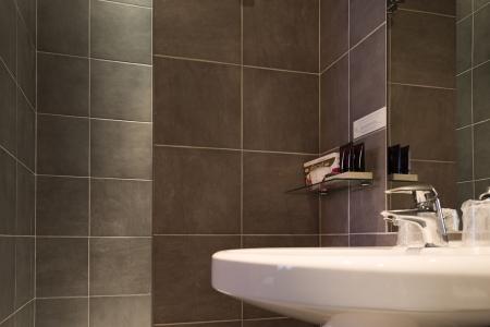 Salle de bain chambre standard - Hôtel Centre-Ville Etoile